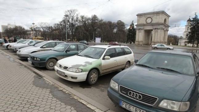 Modificare în Codul Vamal. Persoanele care nu au scos mijloacele de transport din Moldova, nu au dreptul să introducă altele în țară
