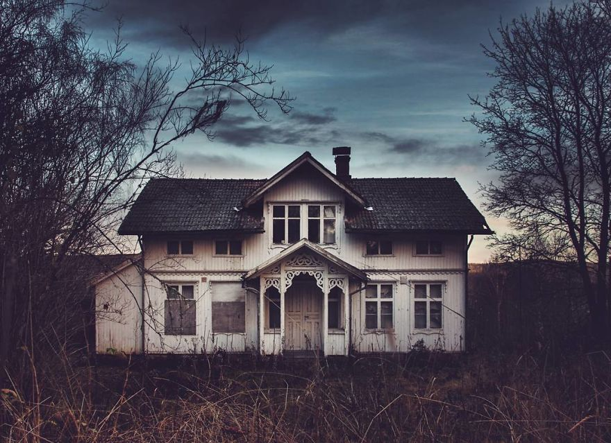 I-moved-to-the-Arctic-to-pursue-my-passion-for-abandoned-houses-5bfe637d2abc4__880