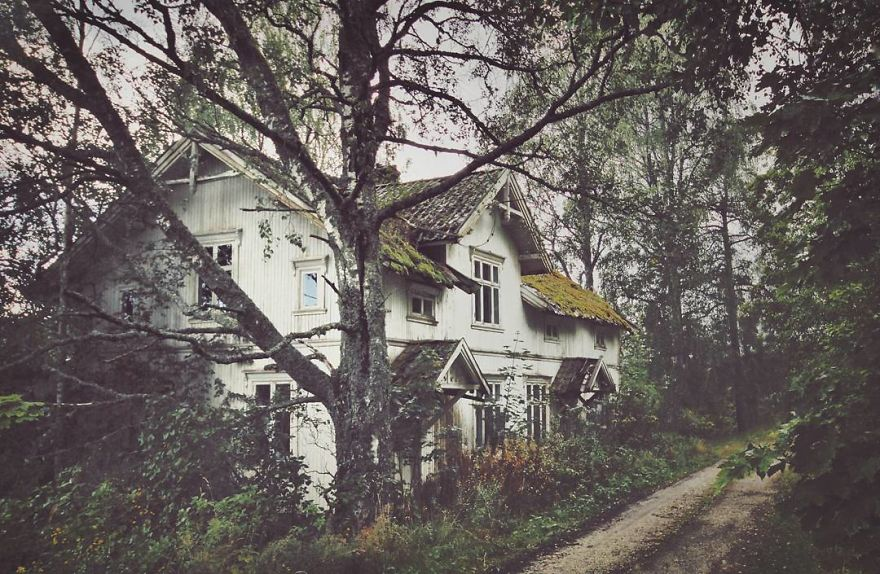I-moved-to-the-Arctic-to-pursue-my-passion-for-abandoned-houses-5bfe6380ebc0e__880