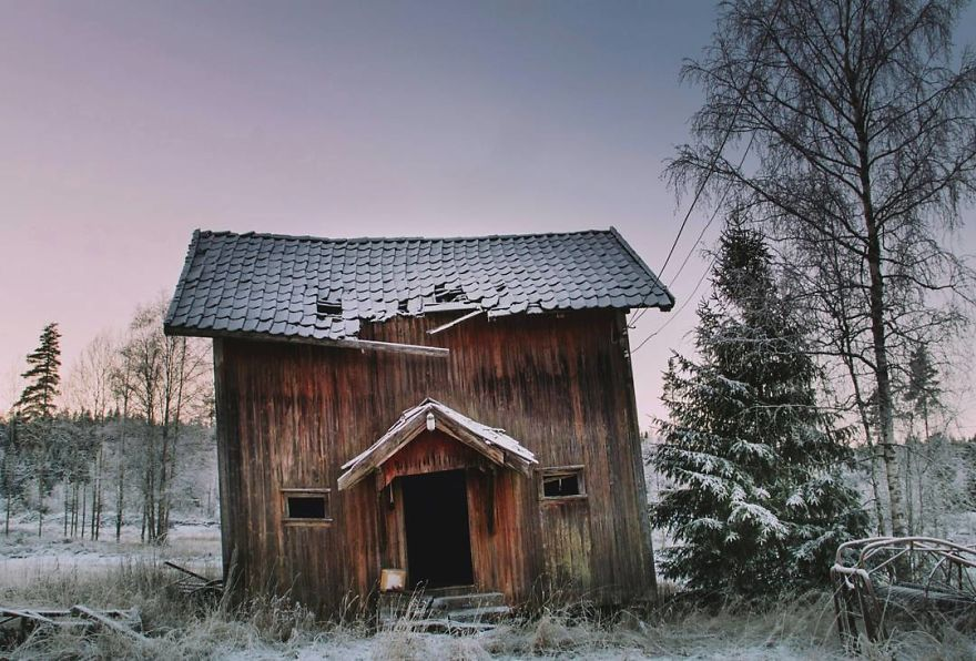 I-moved-to-the-Arctic-to-pursue-my-passion-for-abandoned-houses-5bfe6385bab7e__880