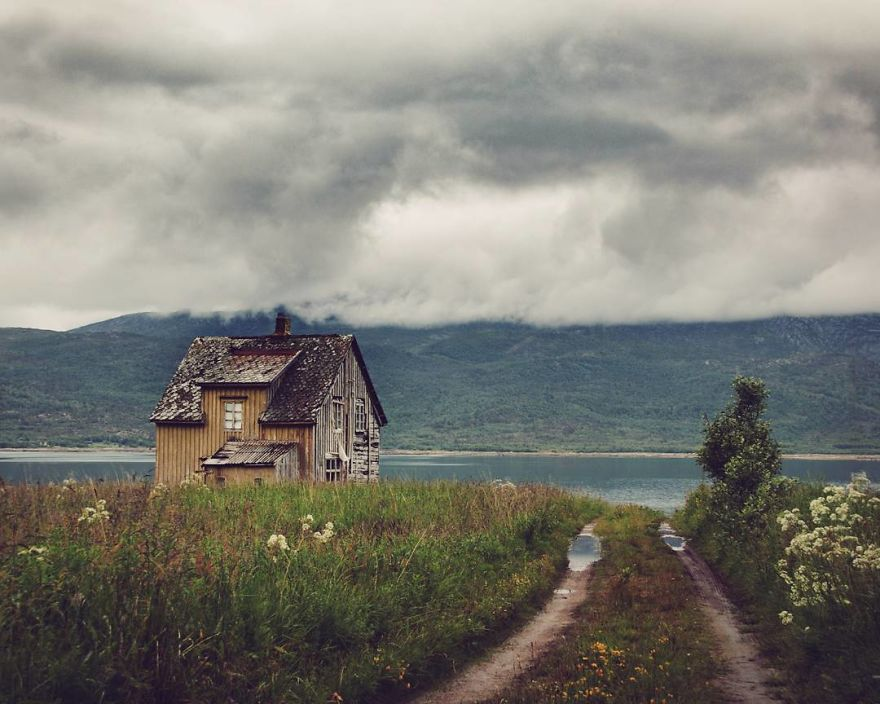 I-moved-to-the-Arctic-to-pursue-my-passion-for-abandoned-houses-5bfe63890261c__880