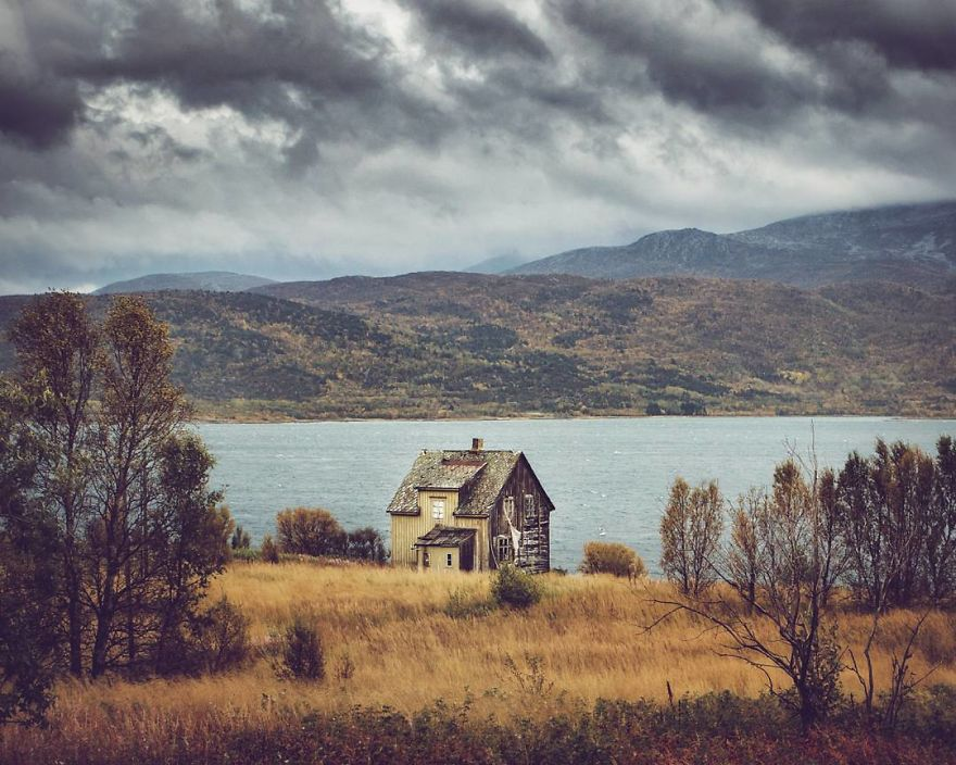 I-moved-to-the-Arctic-to-pursue-my-passion-for-abandoned-houses-5bfe638aae425__880