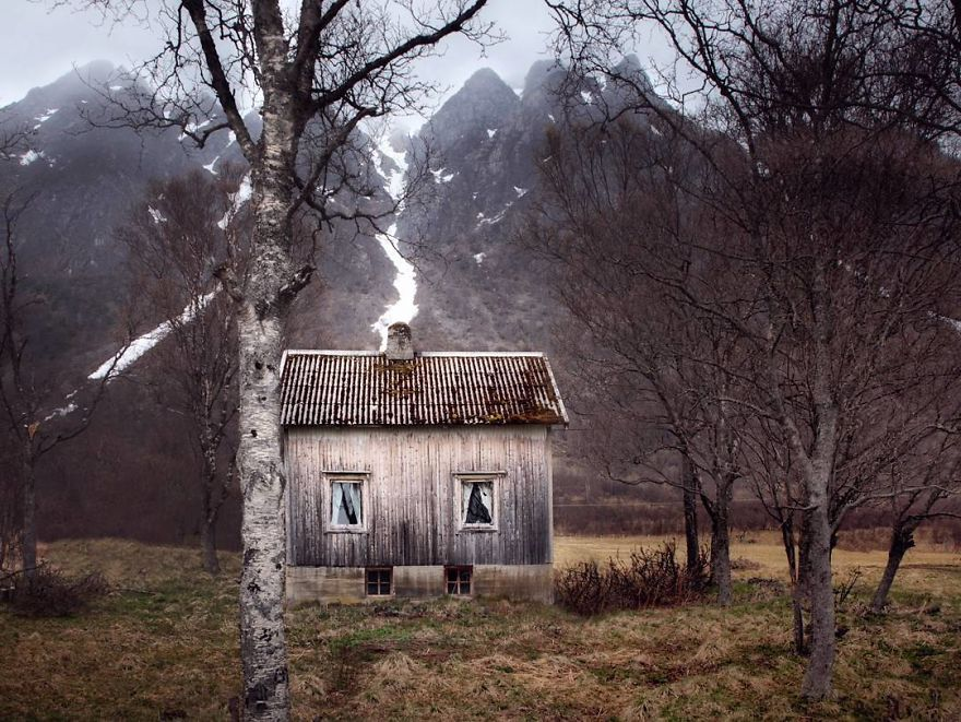 I-moved-to-the-Arctic-to-pursue-my-passion-for-abandoned-houses-5bfe638e3dc16__880