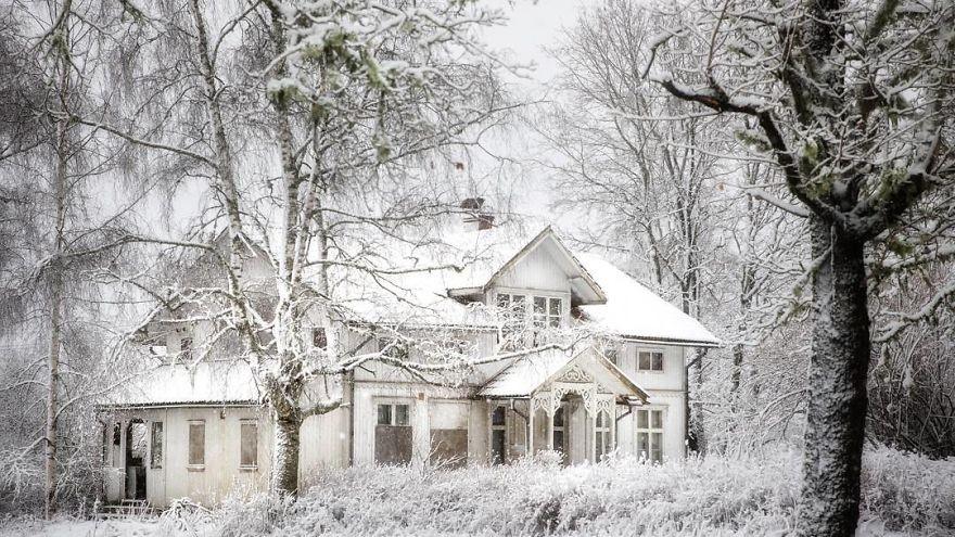 (foto) Case pustii și zăpadă pe tot parcursul anului. Cum arată locuințelor de la cercul polar arctic