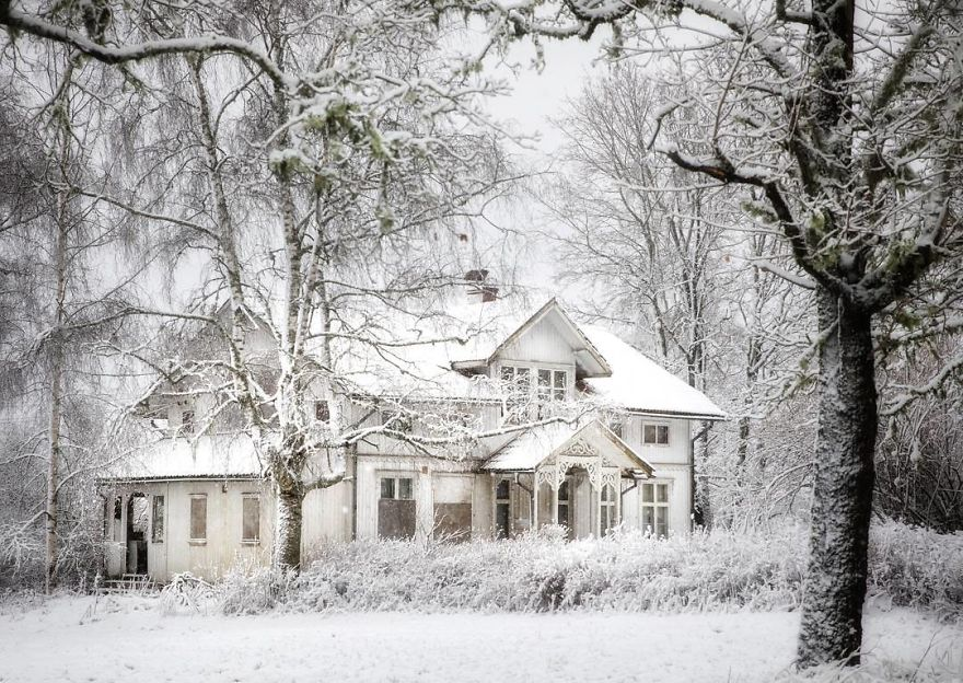 I-moved-to-the-Arctic-to-pursue-my-passion-for-abandoned-houses-5bfe6391d34ac__880