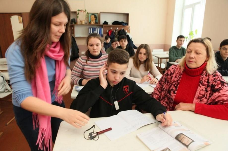 (foto) Un copil cu dizabiltăți poate învăţa într-o şcoală din comunitate, iar ceilalți elevi pot învăța zilnic de la el lecția prieteniei și toleranței