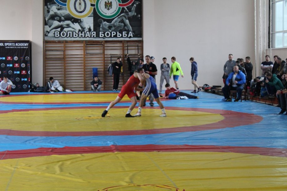 (foto) Campionatul național de luptele greco-romane și-a desemnat câștigătorii. Cine sunt aceștia