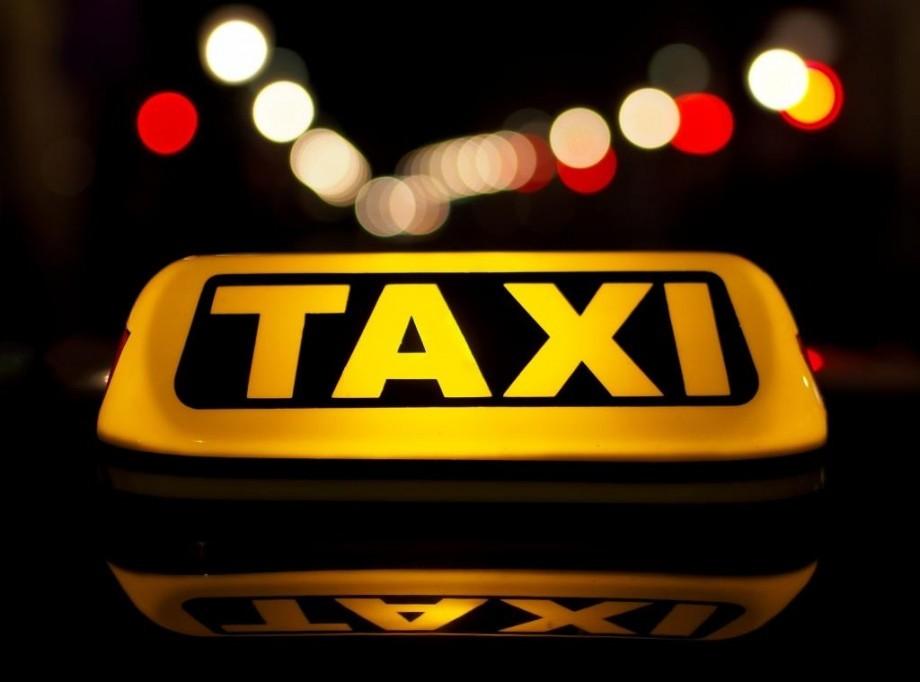 Doi tineri au încercat să fure un taxi în orașul Cimișlia. Unul dintre aceștia a fost reținut pe stradă