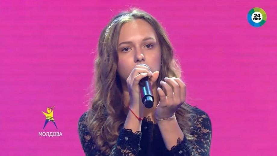 """(video) Moldoveanca Arina Badulescu a câștigat titlul """"cea mai buna solista"""" la un concurs muzical din Rusia"""
