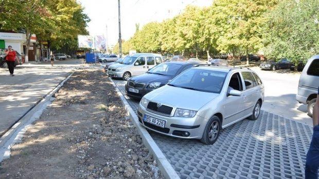 """(doc) Parcările din Chișinău trebuie să fie cu plată. Cum pot fi """"motivați"""" șoferii să nu-și lase mașinile alandala"""