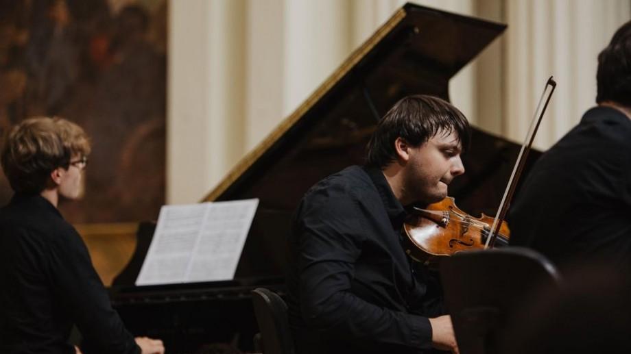 Moldo Crescendo organizează un concert de Crăciun. Din banii adunați vor cumpăra instrumente muzicale pentru copiii slab văzători