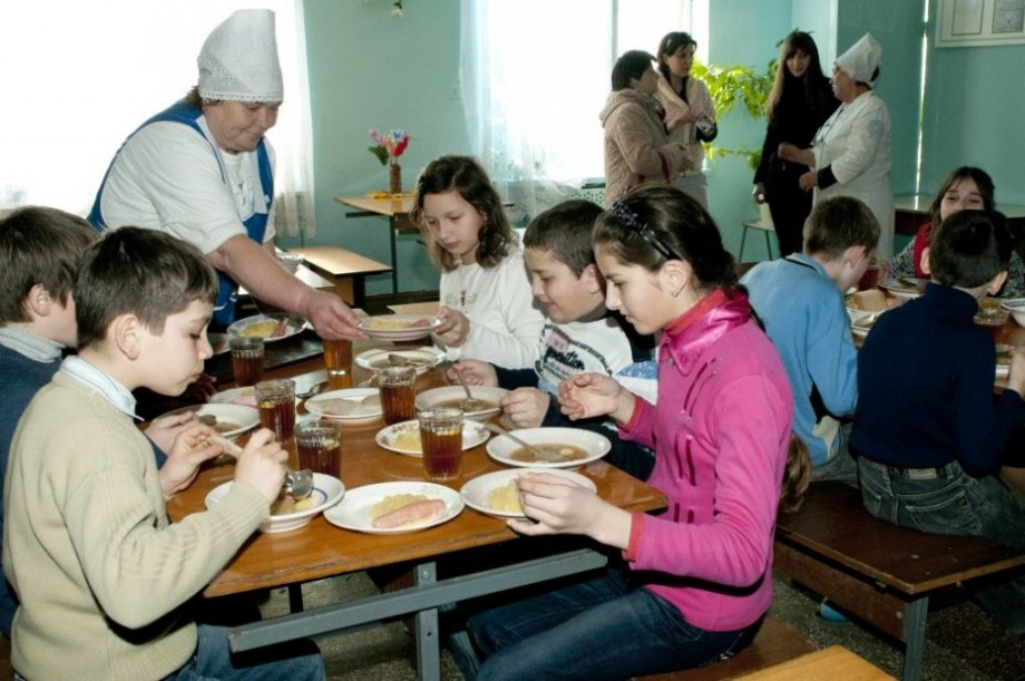Hrana în școlile și grădinițele din Strășeni vor fi asigurate de un agent economic. Guvernul lansează un proiect-pilot