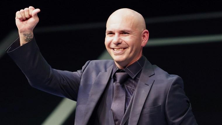 (foto, video) Pitbull şi-a lăsat amprentele mâinilor şi picioarelor în cimentul din faţa Chinese Theatre de pe Hollywood Boulevard din Los Angeles