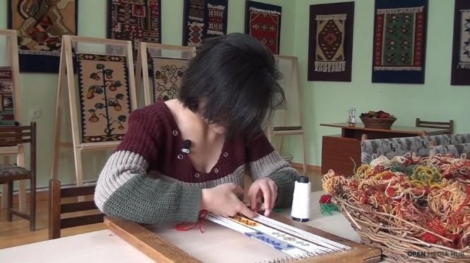 (video) Being 20. Este lingvistă de profesie, dar a ales meșteșugăritul. Istoria unei tinere din Armenia