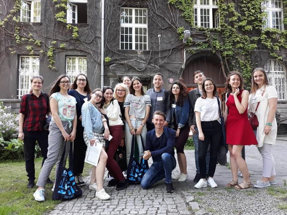 Tinerii din Moldova pot vizita gratis Polonia timp de 12 zile. Ce condiții trebuie să îndepliniți