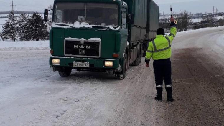 A fost sistată temporar circulaţia transportului de mare tonaj pe traseul Chișinău-Leușeni