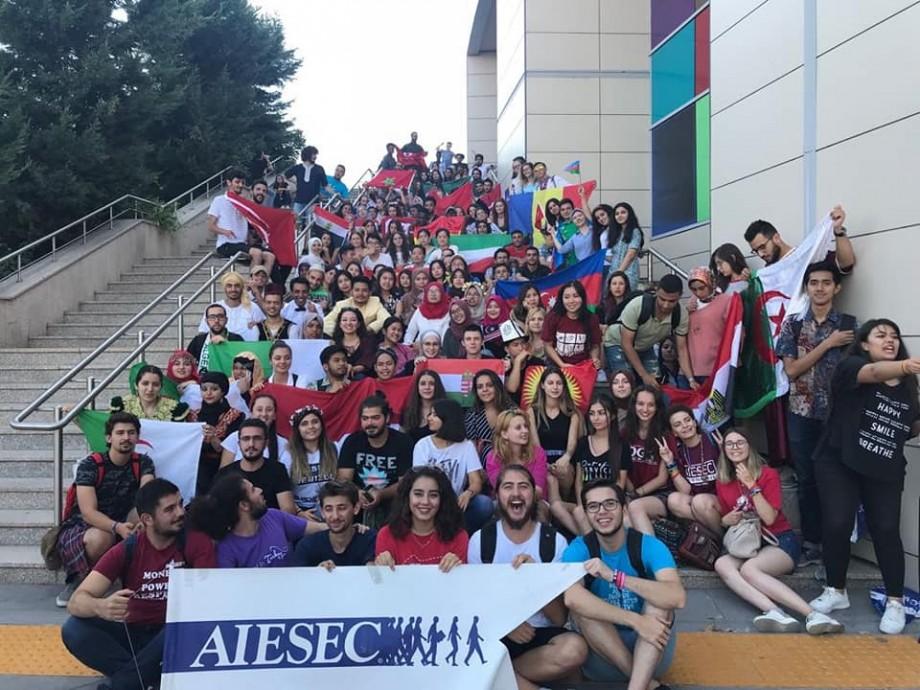 AIESEC în Chișinău recrutează supereroi! Ce îți oferă organizația și cum te poți înregistra
