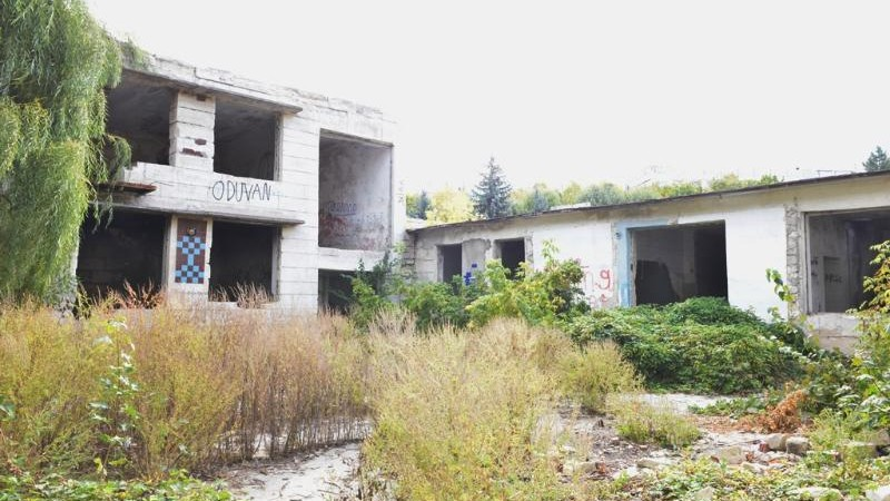 """Ruslan Codreanu """"a tăiat"""" panglica roșie cu ocazia începerii lucrărilor de reconstrucție a unei grădinițe din Chișinău"""