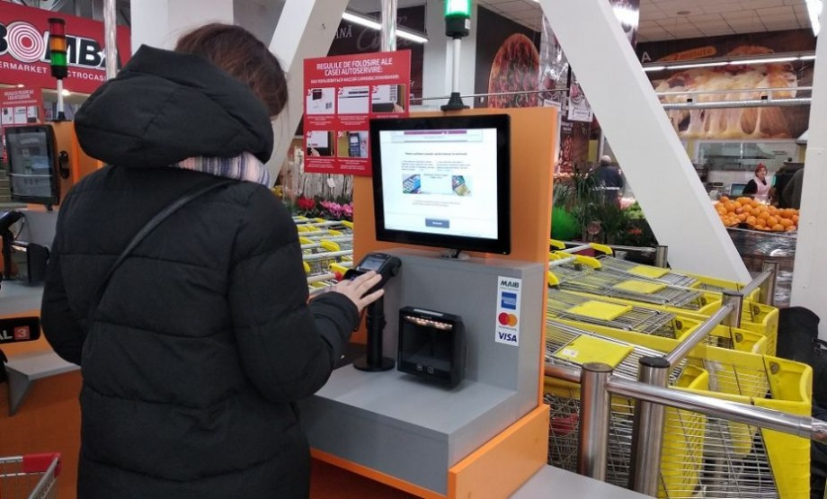 MAIB aduce plus de autonomie şi comoditate bancară într-o reţea de magazine din capitală