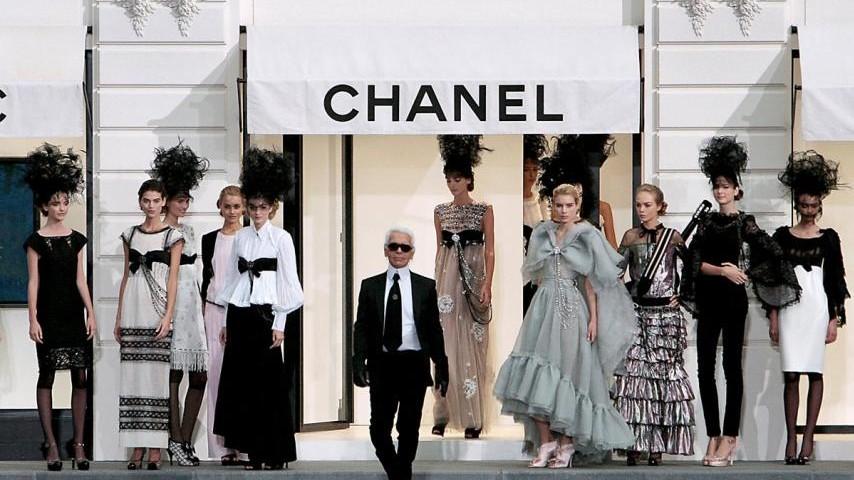 (foto) Cine va prelua conducerea casei de modă Chanel, după moartea lui Karl Lagerfeld