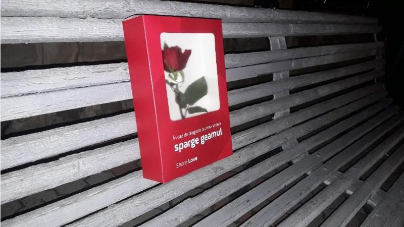 (foto) Cutiile care răspândesc dragoste. Cineva a ajutat Chișinăuienii să-și surprindă persoanele iubite