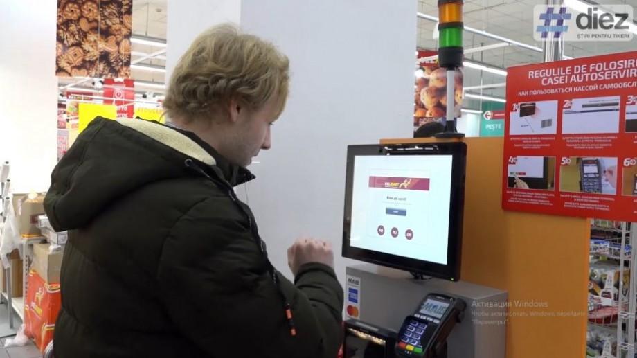 """(video) """"Mi-a luat doar 30 de secunde să achit cumpărăturile"""". MAIB aduce autonomie şi plus de comoditate bancară într-o reţea de magazine din Capitală"""