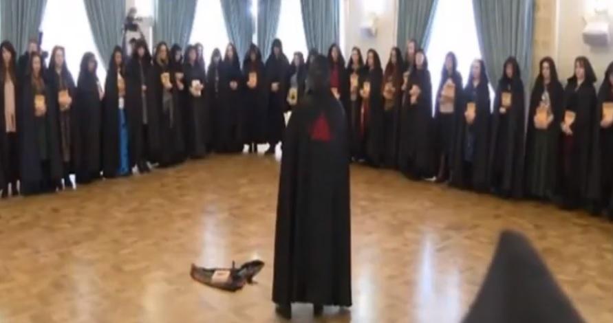 (video) Mai multe vrăjitoare din Rusia au făcut un ritual special pentru Vladimir Putin