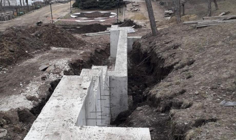 """(foto) Au fost reluate lucrările de reconstrucție a scărilor de granit din Parcul """"Valea Morilor"""". La ce etapă a ajuns proiectul"""