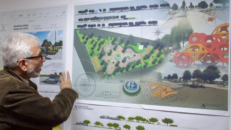(foto) Înapoi în copilărie. Studenții de la UTM au propus planuri de reconstrucție a curților vechi din Chișinău