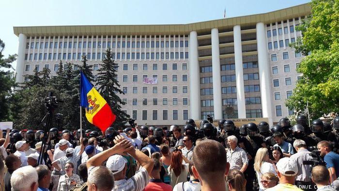 Prima ședință a Parlamentului, marcată de proteste. Blocul ACUM cheamă lumea în stradă