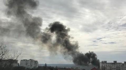 (foto, video) Incendiu în sectorul Botanica al Capitalei. Trei autospeciale luptă cu flăcările