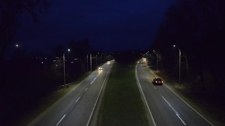 (foto) După 30 de ani, șoseaua Muncești are, din nou, iluminat public. Care sunt următoarele străzi care vor avea lumină