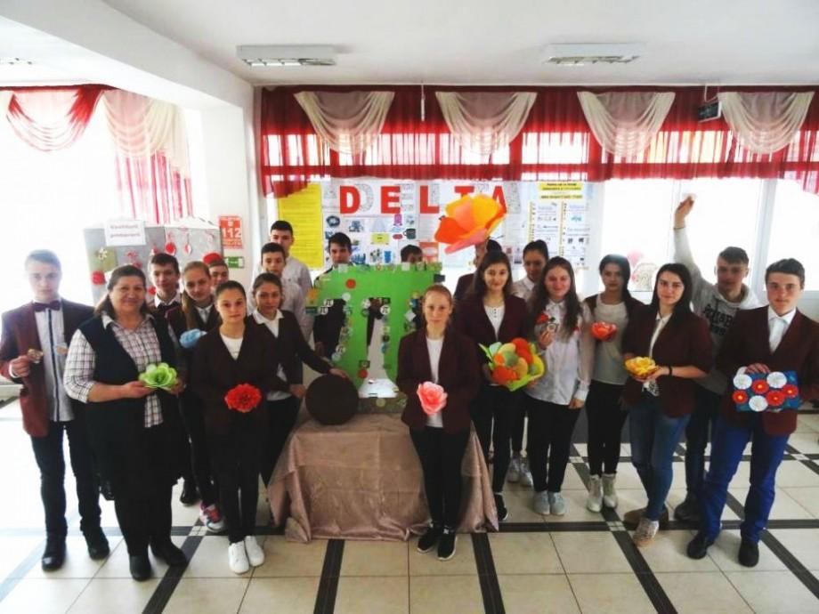 """(foto) Tradiția continuă. Cum se sărbătorește ziua Pi/π la liceul """"Meșterul Manole"""" din satul Sălcuța"""