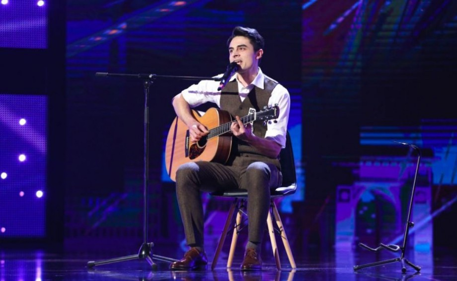 """(video) Ion Dodon, un tânăr din Moldova, a impresionat publicul și juriul de la Românii au Talent cu piesa din """"The Godfather"""""""
