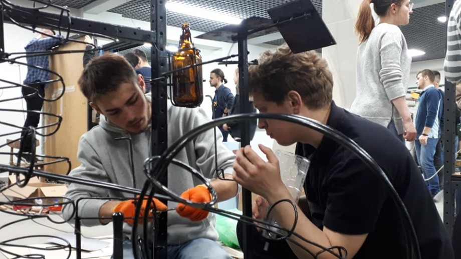 """(video) Campioana secundă a """"Rube Goldberg-2019"""" a prezentat o mașinărie complexă, cu un design original"""