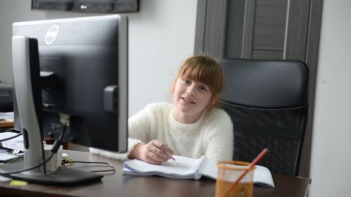 (foto) La 11 ani va concura cu mii de elevi din întreaga lume. Gabriela Lupăcescu va reprezenta Moldova la un concurs internațional de engleză
