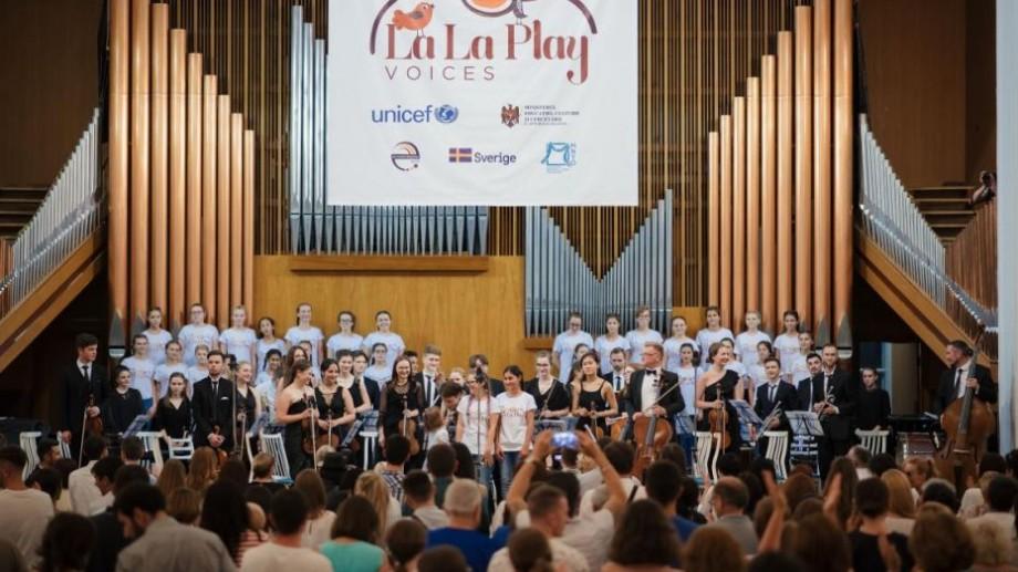 Cel mai ambițios proiect de incluziune socială prin muzică, La La Play Voices pornește în căutarea a 101 voci de copii din toată țara