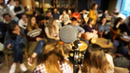 """""""Buze cu acuze"""". Radio Moldova Tineret te invită la un talk-show despre campania """"RedMyLips"""""""
