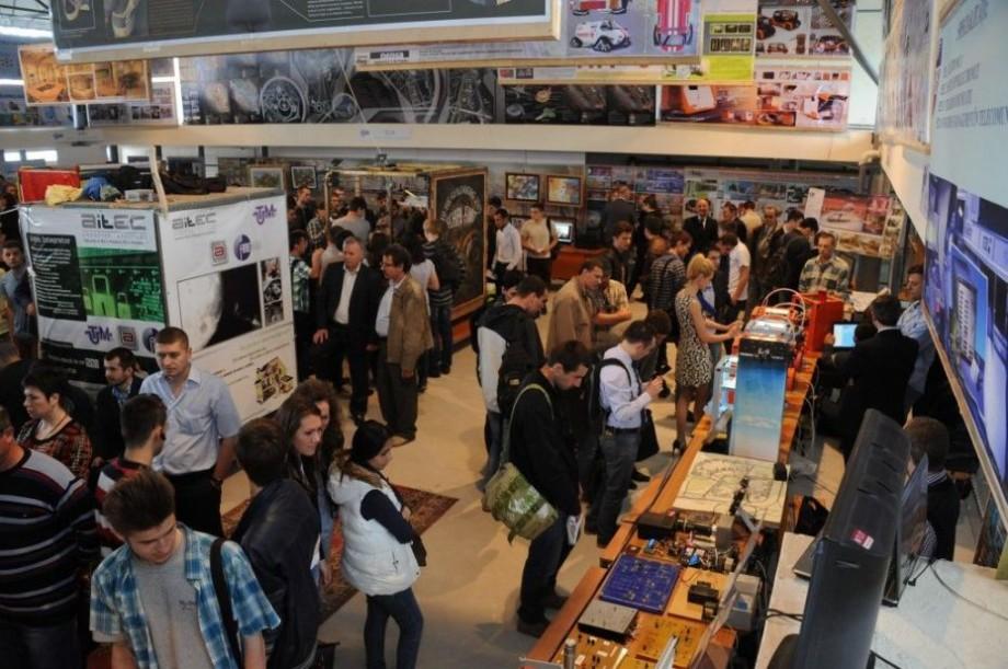 """(foto) UTM te invită la cea mai mare expoziţie anuală a lucrărilor studenţeşti – """"Creația deschide universul-2019"""""""