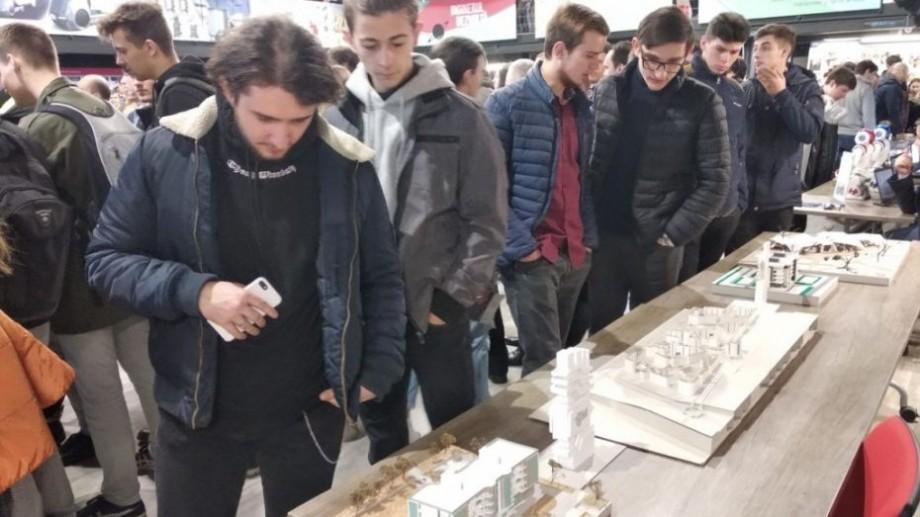 """(foto) Liceenii din Bălți au fost studenți pentru o zi la UTM în cadrul Expoziției """"Creația deschide Universul"""""""