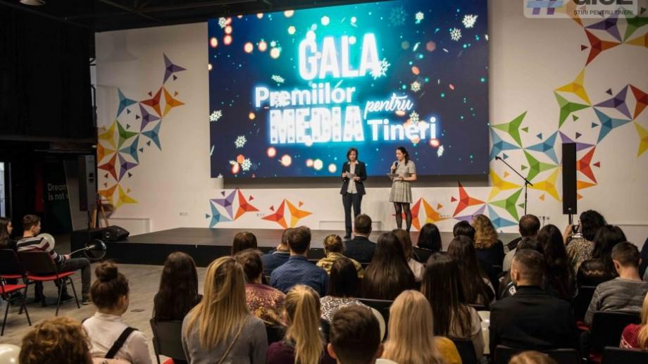 """Ești pasionat de text, video sau fotografie? Înscrie-te la """"Premiul Media pentru Tineri"""" și câștigă echipament pentru pasiunea ta"""