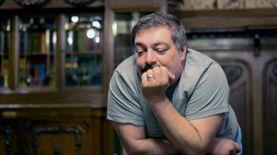 Scriitorul și jurnalistul rus Dmitry Bykov a fost spitalizat în regim de urgență