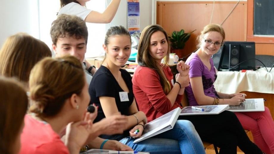 """Vrei să fii lider/ă la tine în comunitate? Înregistrează-te la sesiunea """"Tinerii Lideri Liceeni"""""""
