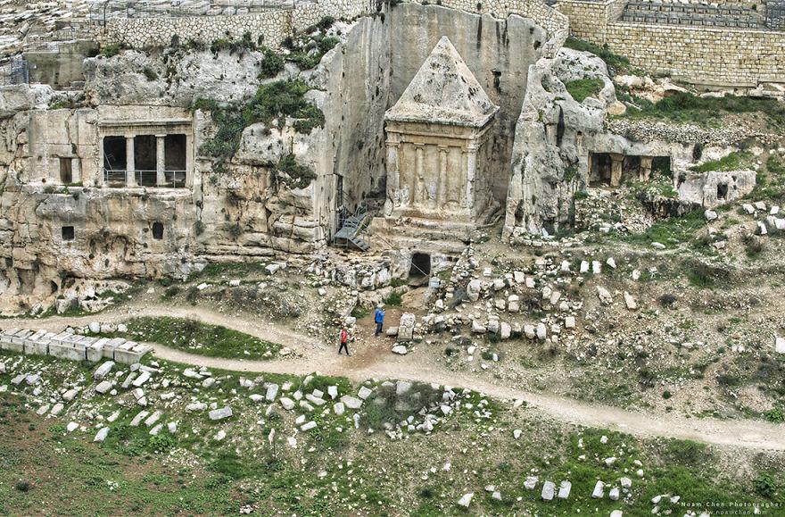 jerusalem-kidron-valley-tombs-5c9bcffeb467e__880