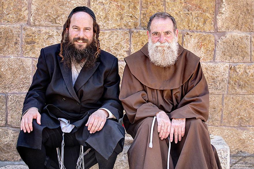 jews-christians-jerusalem-old-city-5c9bd00a737e6__880