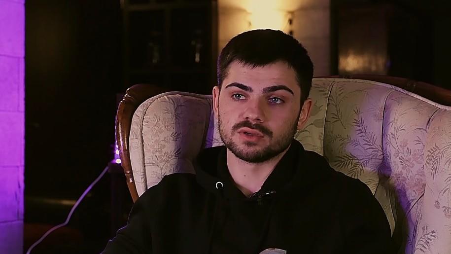 """(video) Administratorul paginii """"Anonim"""" de pe Facebook vorbește într-un interviu 18+ despre educație, marijuana și alte subiecte"""