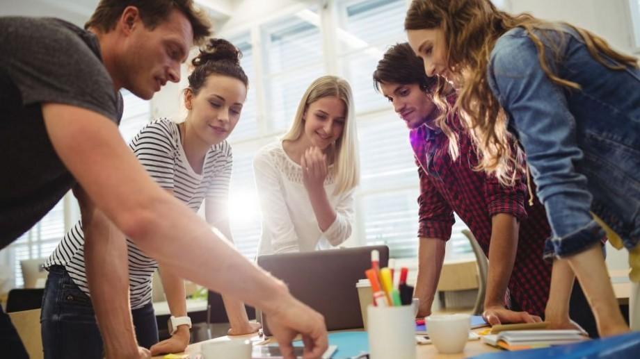 Tinerii activi de până la 30 de ani se pot înscrie la Academia de Liderism și Diversitate. Ce vor învăța