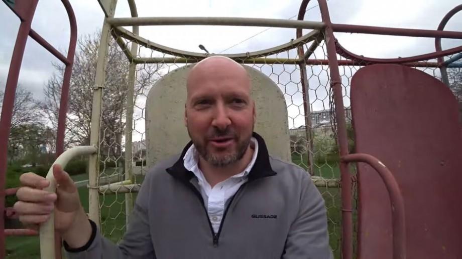 """(video) Vloggerul britanic care a criticat Chișinăul, a ajuns și în Transnistria: """"Sper că n-o să mor. Este din perioada sovietică"""""""
