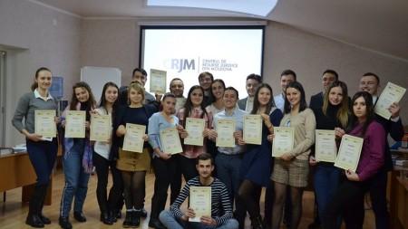 """Ești absolvent al unei universități din Moldova? Participă gratuit la școala de vară """"Democrația aplicată"""""""