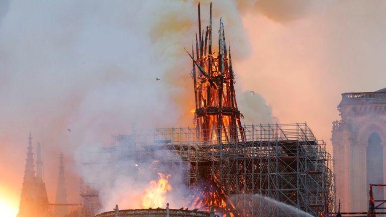 (update) Cronica incendiului de la catedrala Notre-Dame din Paris